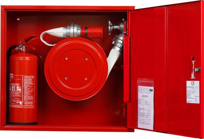 Sarkana ugunsdzēsības krānu kaste šļūtene rullī