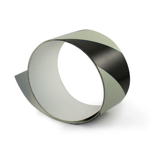 Balta fotoluminiscējoša lente melnbalta