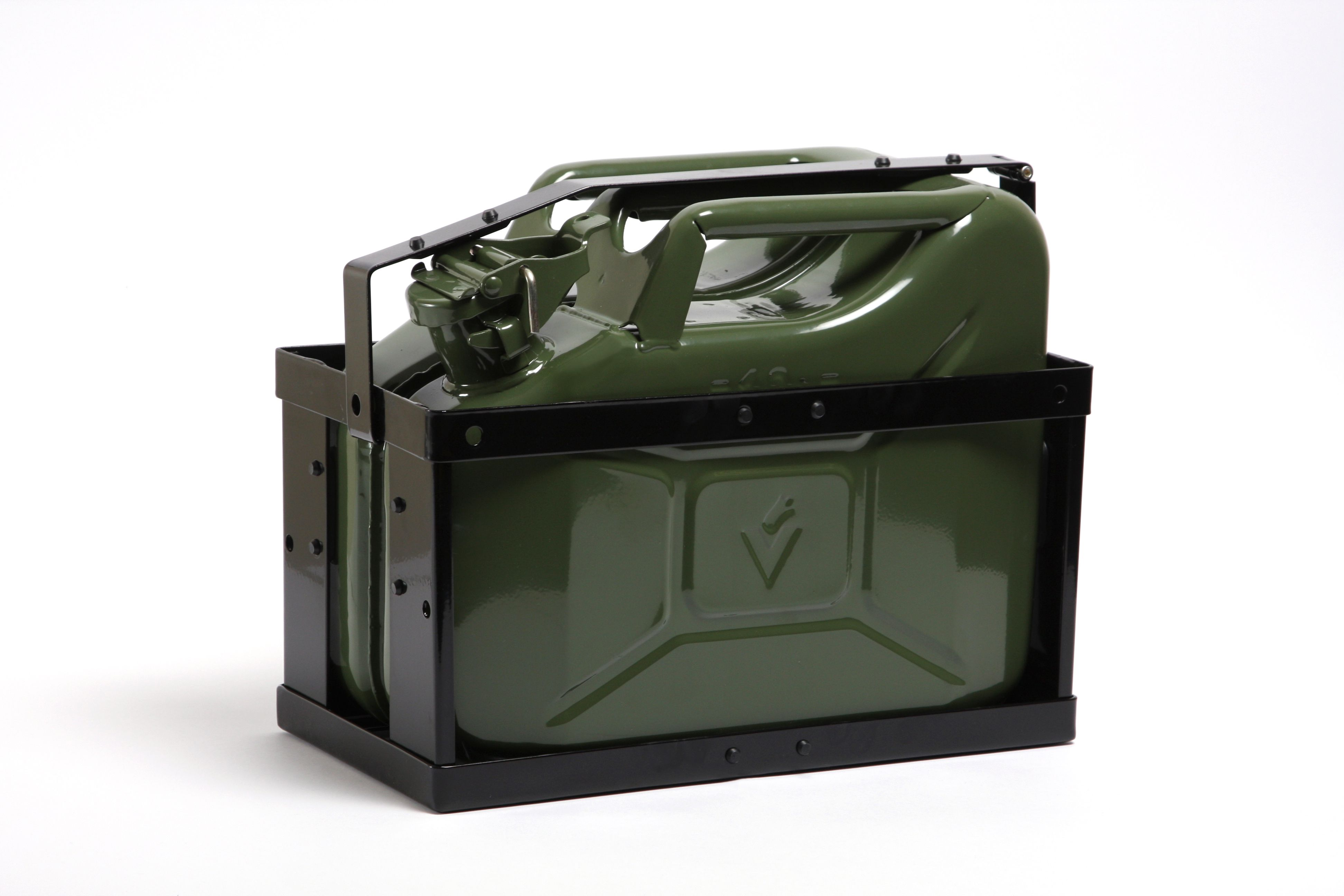 Melns degvielas kannas režģis zaļa kanna
