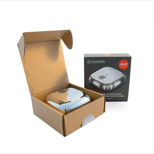 Hromēts detektors kastītes formā atvērtā kastītē