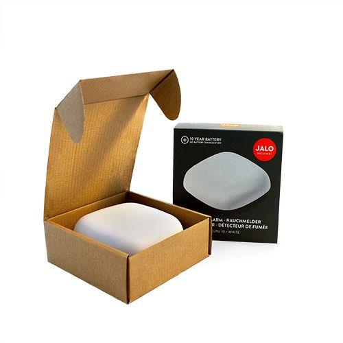 Balts detektors kastītes formā atvērtā kastītē