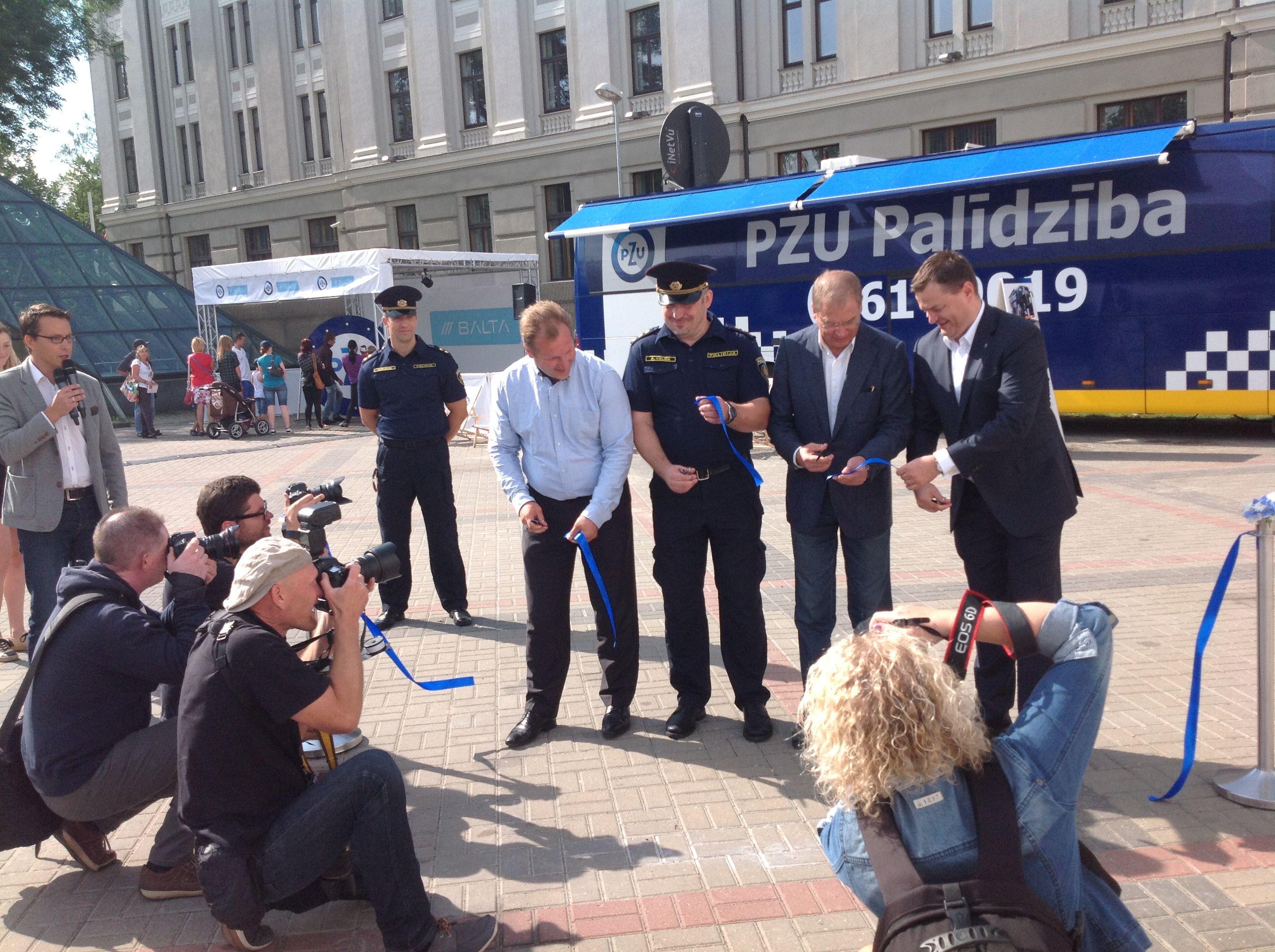 FN-SERVISS ugunsdrošības paraugdemostrēšana Rīgas svētkos