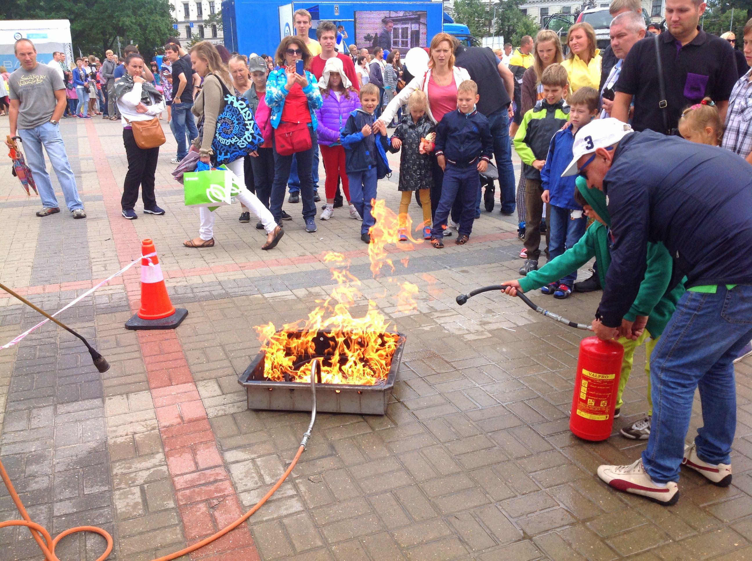 fn serviss vugd balta ugunsdrošības demonstrējumi